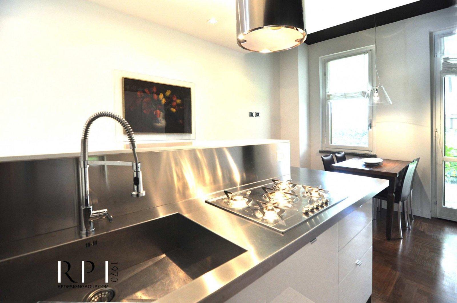 Popolare Cucina con penisola acciaio e contrasti testa di moro - RP  TF02