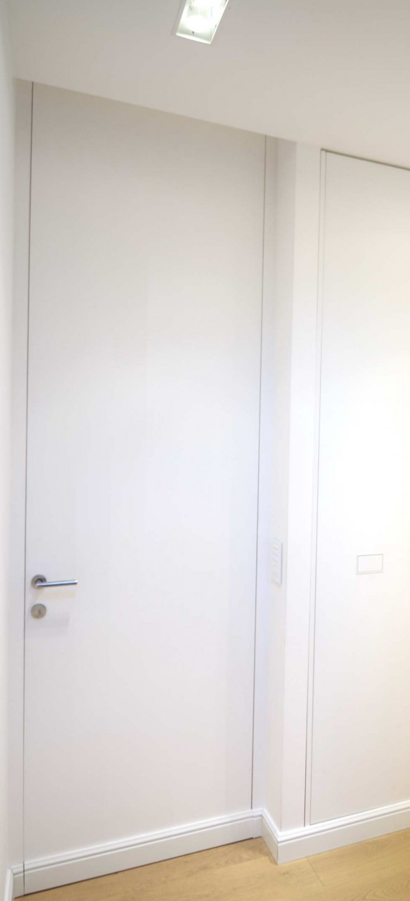 Porte a tutta altezza raso muro con zoccolino