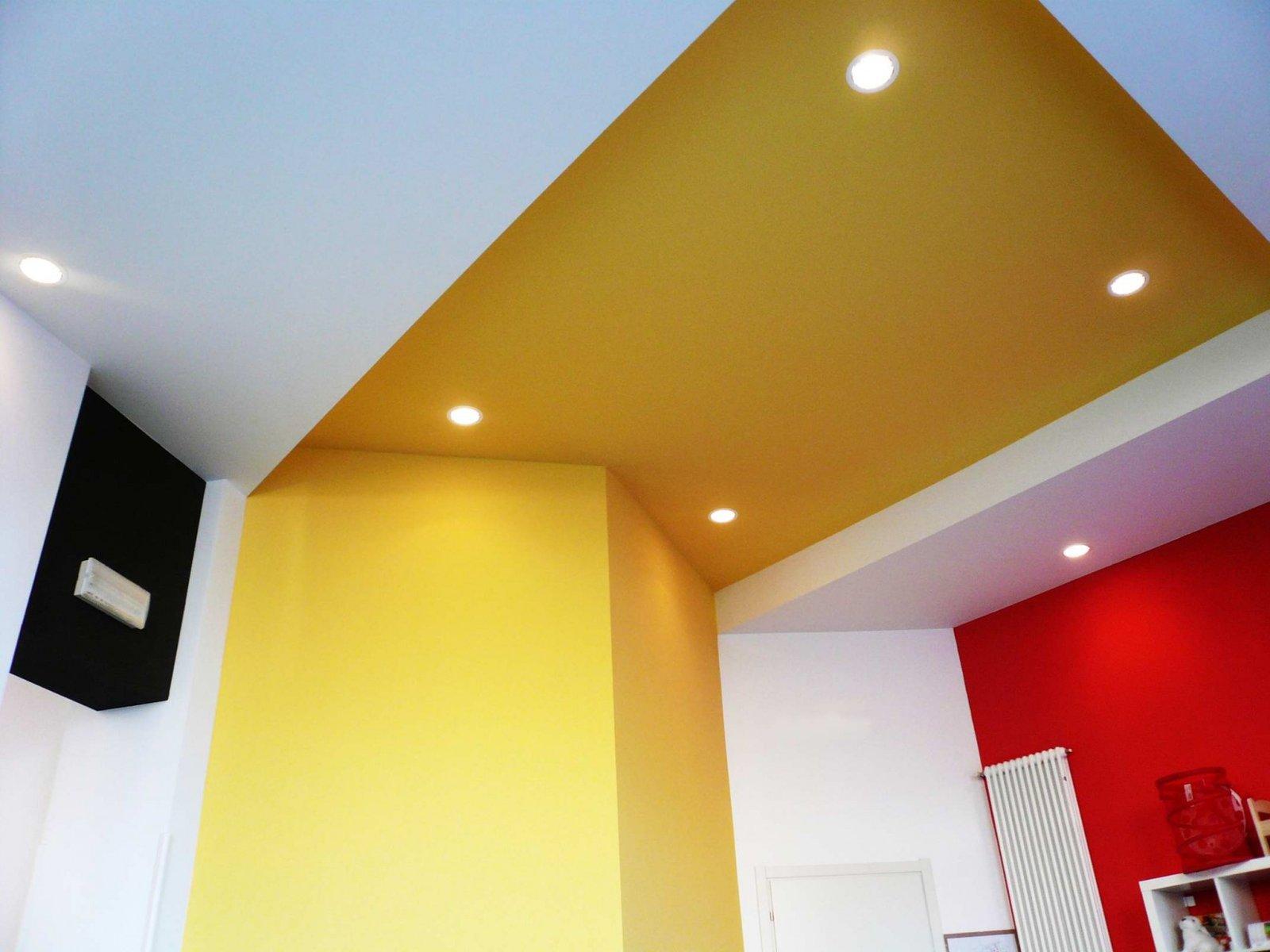 Il taglio dei soffitti che delineano gli spazi, mutando di colore e quota, dando spazio alla fantasia dei bimbi